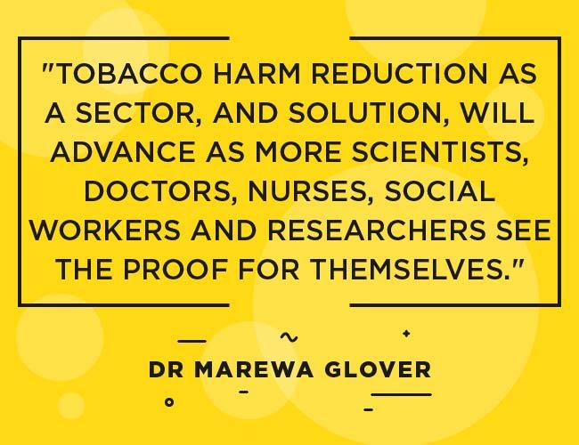 """Dr Marewa Glover: """"La réduction des dommages causés par le tabac en tant que secteur et solution progressera à mesure que davantage de scientifiques, médecins, infirmières, travailleurs sociaux et chercheurs en verront la preuve en eux-mêmes."""" """"Width ="""" 650 """"height ="""" 500 """"srcset = """"https://www.ecigarettedirect.co.uk/ashtray-blog/wp-content/uploads/2018/12/2019-Predictions-Quotes-Dr-Marewa-Glover-09.jpg 650w, https: // www. ecigarettedirect.fr/ashtray-blog/wp-content/uploads/2018/12/2019-Predictions-Quotes-Dr-Marewa-Glover-09-300x231.jpg 300w """"tailles ="""" (largeur maximale: 650px) 100vw 650px"""