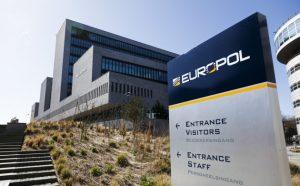 Drogues, cigarettes, blanchiment d'argent: briser un réseau européen du crime organisé