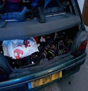 Une première? 448 bouteilles d'e-liquides confisquées dans une voiture