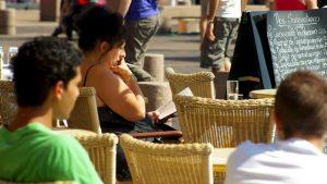 Fumeurs à Toulouse: le tabac meilleur marché voit la ville en rose