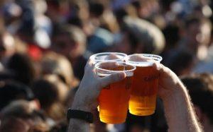 """Restitution de l'alcool dans les stades et interrogatoire de la loi Evin (3): """"cela pourrait permettre à d'autres groupes de pression de s'en prendre à la loi"""" (Cancer League)"""