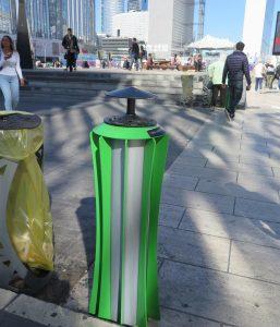 Butts: entre collection et collectionneur de cendriers ... que se passe-t-il réellement au Parvis de La Défense (Paris)