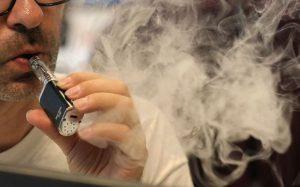 Etats-Unis: les autorités sanitaires appellent à la prudence après cinq décès dus à l'abus de cigarettes électroniques