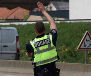"""""""Je suis un escroc ..."""": un passeur de tabac, de retour de Belgique"""