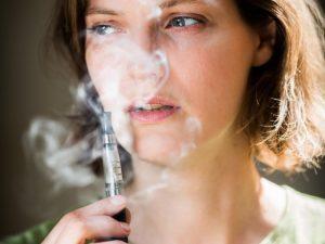 """Etats-Unis: """"Les questions sur les risques pour la santé des vapeurs restent ouvertes"""" (Les Échos)"""