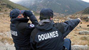 """De retour d'Andorre: la chasse à sept """"randonneurs"""" avec 337 boîtes de cigarettes"""