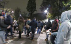 Paris: la routine pour les vendeurs de rue