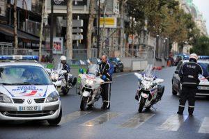 Achat de tabac en fuite: «les cyclistes policiers trompent leur ministre» (Le Canard Enchaîné)