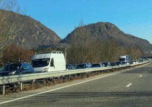 En route pour Andorre: prix du soleil, des skis et du tabac ... énormes embouteillages