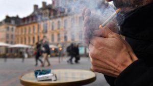 Coronavirus: vers une interdiction de fumer et de vapoter dans la rue et sur les terrasses?