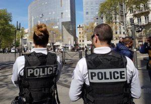 Lyon: enfin ... ça commence à s'échauffer pour les vendeurs de la place Gabriel-Péri