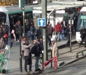 """""""Le commerce de cigarettes, une"""" entreprise """"attractive au moment du forfait 10 euros"""" (AFP)"""