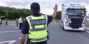 Douanes Angers: grosse saisie de 2,5 tonnes de cigarettes contrefaites d'un camion belge