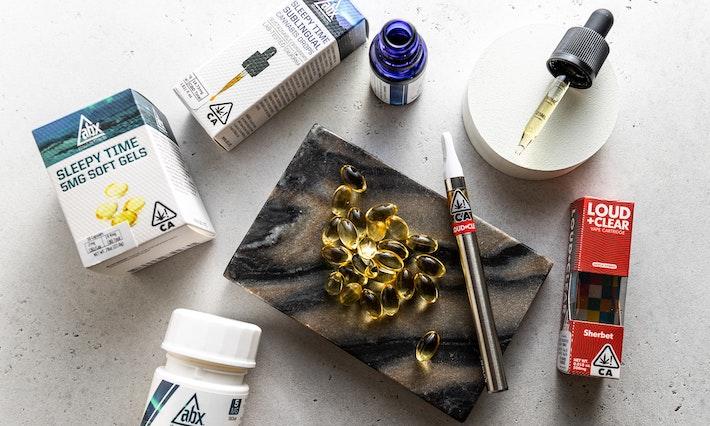 Huile de CBD, stylo vape, capsules softgel et bonbons gélifiés