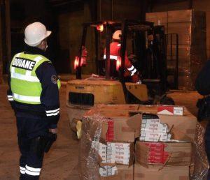 Douane d'Angers: la destruction méticuleuse d'une importante saisie de cigarettes contrefaites