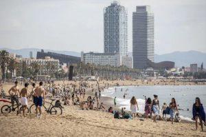 Catalogne: Barcelone veut interdire de fumer sur la plage