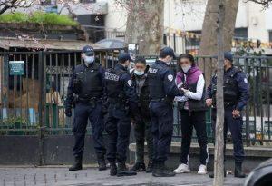 Paris / Vente de tabac dans la rue: du jamais vu ... Barbès est presque vide