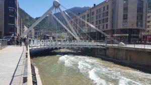 De retour d'Andorre : tapis roulant sans permis ni assurance... mais avec 200 paquets de cigarettes